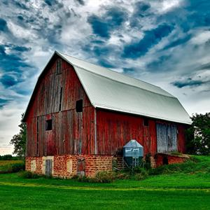 Image of a barn on farm land