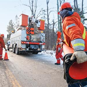 Image of a Hydro One crew responding to a power outage on a road