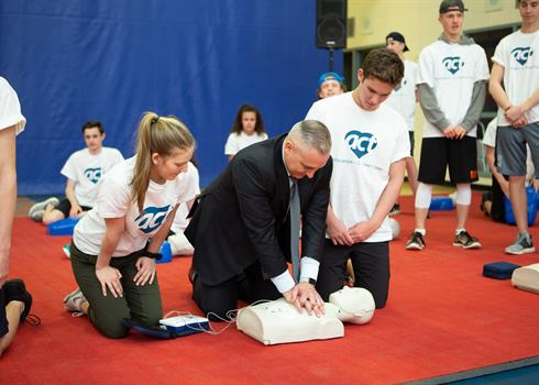 photo of Jason Fitzsimmons doing CPR training with the ACT Foundation in a high school